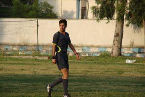En yngre Mostafa på banen