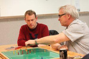 Henning tester Lars